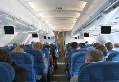 Bimbi in volo: le precauzioni da prendere per i primi viaggi in aereo