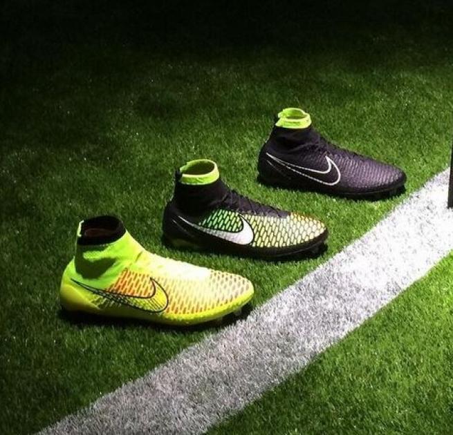 scarpe calcio nike stivaletto