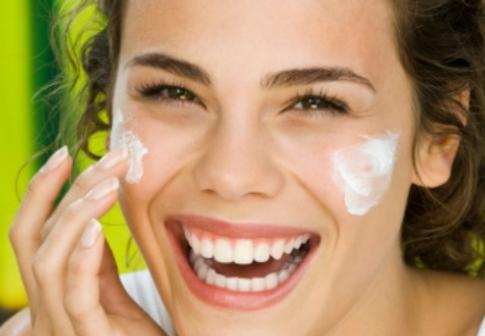 I sieri per il viso sono un vero nutrimento per la pelle
