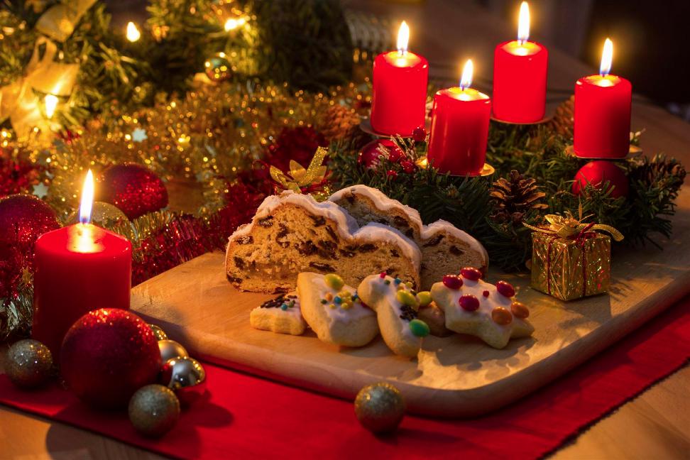 Decorazioni natalizie per la casa se non ti piace il - Camini decorati per natale ...
