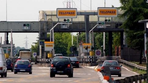 Sconti autostradali ai pendolari, ecco come ottenere le agevolazioni