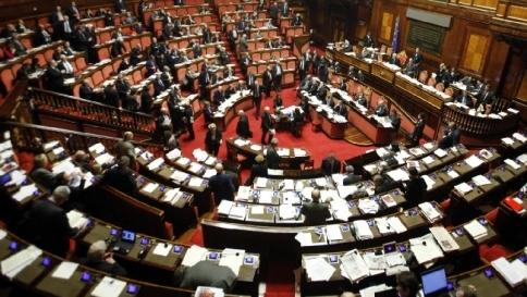 Riforme, bozza del governo Letta: meno deputati e senatori