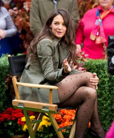 Katie Holmes, che gambe in tv!