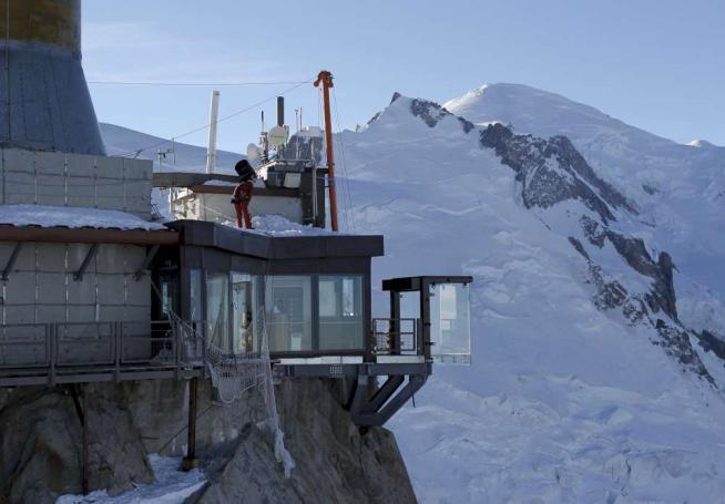 Un passo nel vuoto sul monte bianco dalla terrazza for Monte alloro affitti di cabina