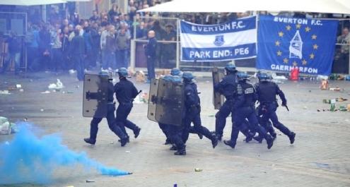 Europa League: scontri a Lille fra la polizia e i tifosi dell'Everton