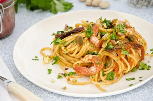 Spaghetti alla chitarra con gamberi e pistacchi