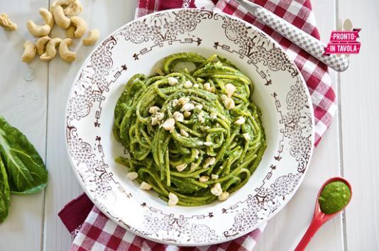 Spaghetti al pesto di bietole e anacardi