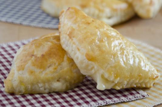 Rustici cotto e formaggio