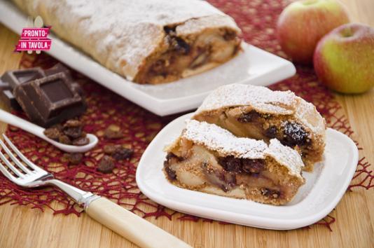 Strudel di mele, cioccolato e noci