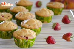 Muffin con pesche e fragole