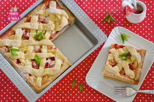 Crostata di mele, fragole e ricotta