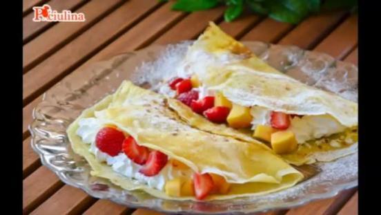 Crepes con frutta e panna montata