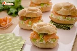 Piccoli panini al salmone e sedano