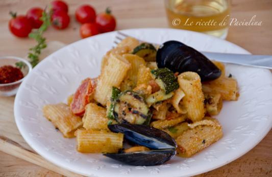 Pasta al gratin con cozze e zucchine