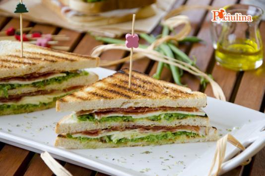 Sandwich al pesto di fagiolini e prosciutto