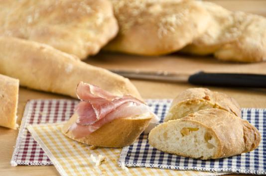 Pane con ciccioli di maiale