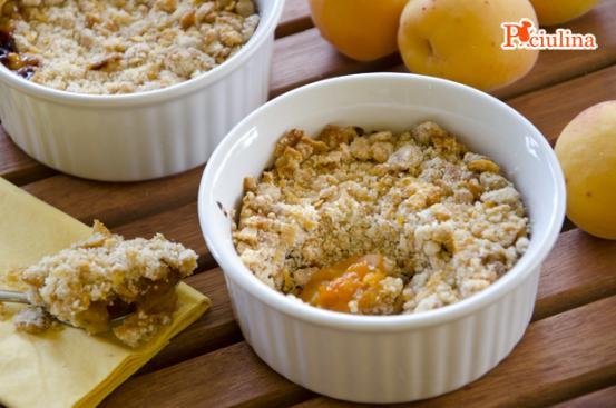 Crumble di albicocche ai corn flakes - Ricetta di Pronto in Tavola