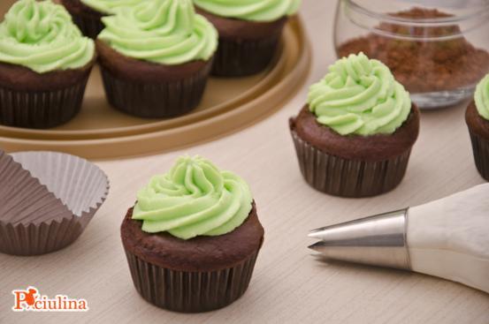 Cupcake al cacao e frosting di ricotta