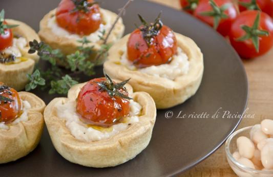 Cestini con pomodorini e crema di fagioli