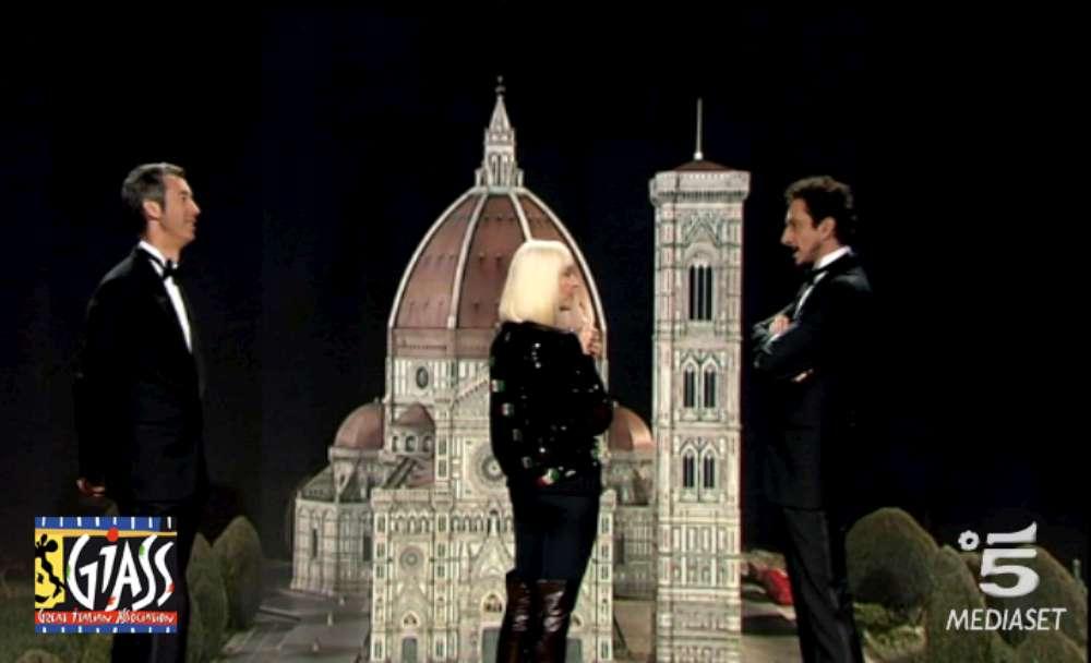Raffaella Carrà, il caschetto biondo della tv tra Luca e Paolo