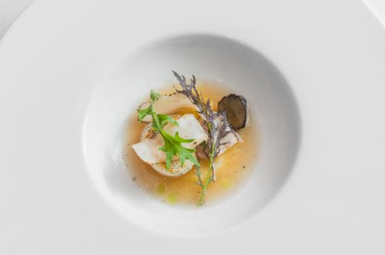 Capesante e scorzanera affumicata, la ricetta di Anthony Genovese