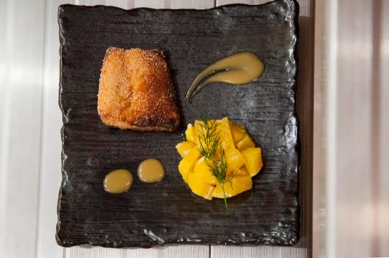 """Uomo senza tonno, chef alternativo: """"Vi presento il mio salmonize"""""""
