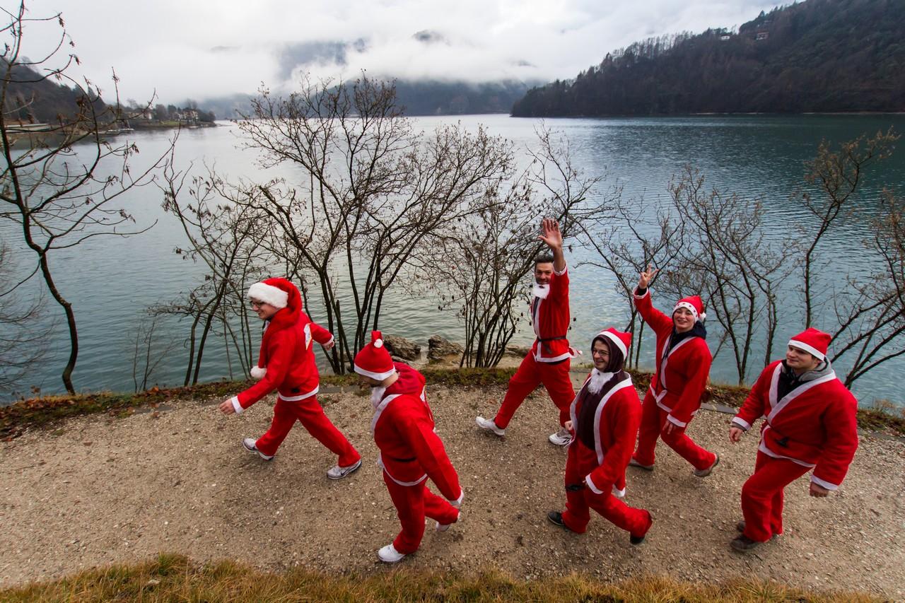 Immagini Di Folletti Di Babbo Natale.Dalla Casa Di Babbo Natale All Accademia Dei Folletti