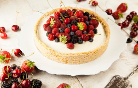 Torta senza cottura con crema al mascarpone e frutta fresca