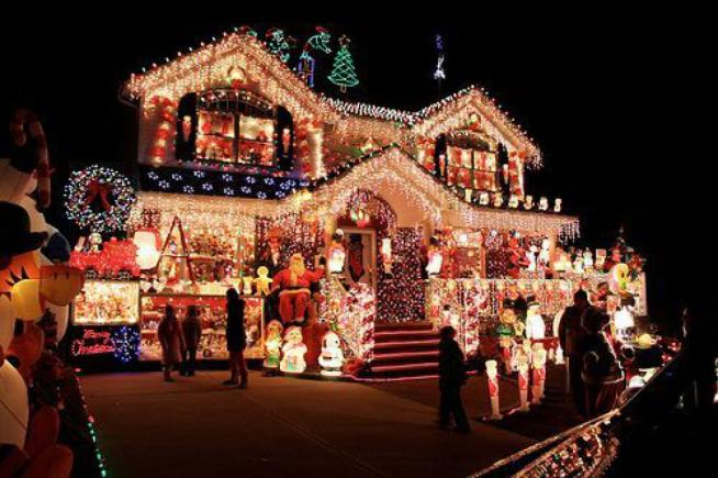Populaire Il Canada risplende a Natale: spazio agli addobbi e alle  DZ03
