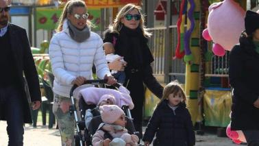 Michelle Hunziker e Serena Autieri, guarda che belle mamme al parco!