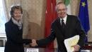 """Italia-Svizzera, addio segreto bancario  Renzi: """"Così ritornano miliardi di euro"""""""