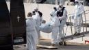 Naufragio, le operazioni di trasbordo dei cadaveri al porto di Malta: ecco le foto