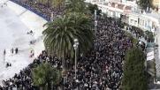 Nizza, migliaia di persone in piazza per Charlie Hebdo