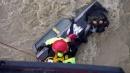 Maltempo a Catania, fuoristrada finisce nel fiume: due persone salvate da vigili fuoco