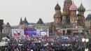 Mosca, i russi in piazza per la Crimea <br>In 65mila al Cremlino: &quot;Putin, accogliamola&quot;