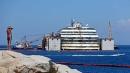 Concordia, relitto riemerso di 4 metri <br>Si lavora per il rigalleggiamento