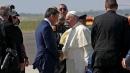 Renzi a Fiumicino per salutare il Papa prima della partenza per la Corea del Sud