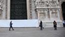 """Milano, imbrattato portale del Duomo Spray bianco sulla """"Porta di Maria"""""""