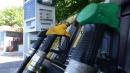 Petrolio, il prezzo del barile giù del 53%: ma la benzina resta troppo cara