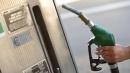 Benzina, in sei mesi prezzo a -16%