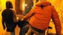 Picchiano 12enne e diffondono il video in chat: denunciate
