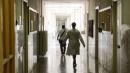 """Cancro, guarisce il 60% dei pazienti  Oncologi: """"Bisogna tagliare sprechi"""""""