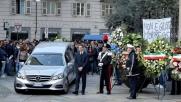 """Tunisi, folla a funerali a Torino """"Non è giusto morire così"""""""