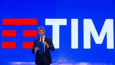 Logo Telecom va in pensione, arriva nuovo brand unico: la sintesi è Tim