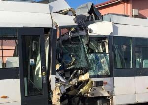 Cagliari, scontro fra due treni della metrò: 85 feriti