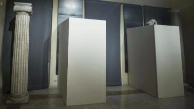 Rohani a Roma, coperte le statue con nudi: è polemica