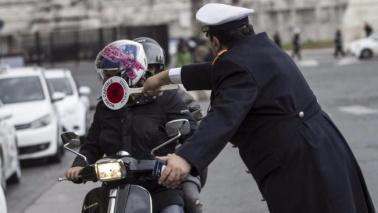 Smog, Roma senza auto nella fascia verde: oltre 200 multe