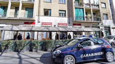 Torino, entra in un bar con la sigaretta accesa: ucciso
