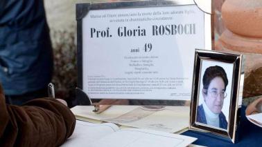 L'addio a Gloria Rosboch, il parroco: fermare l'omicida