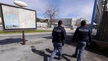 Napoli, 63enne sgozzato in auto: fermato un 30enne